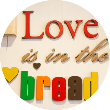 Love is in the bread por Daniel Jordá